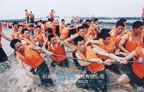 江西省堤坝遭遇洪水摧毁,救援人员奋力